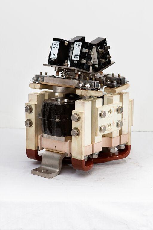 Medium Voltage Vacuum Contactors - Low Voltage Motor